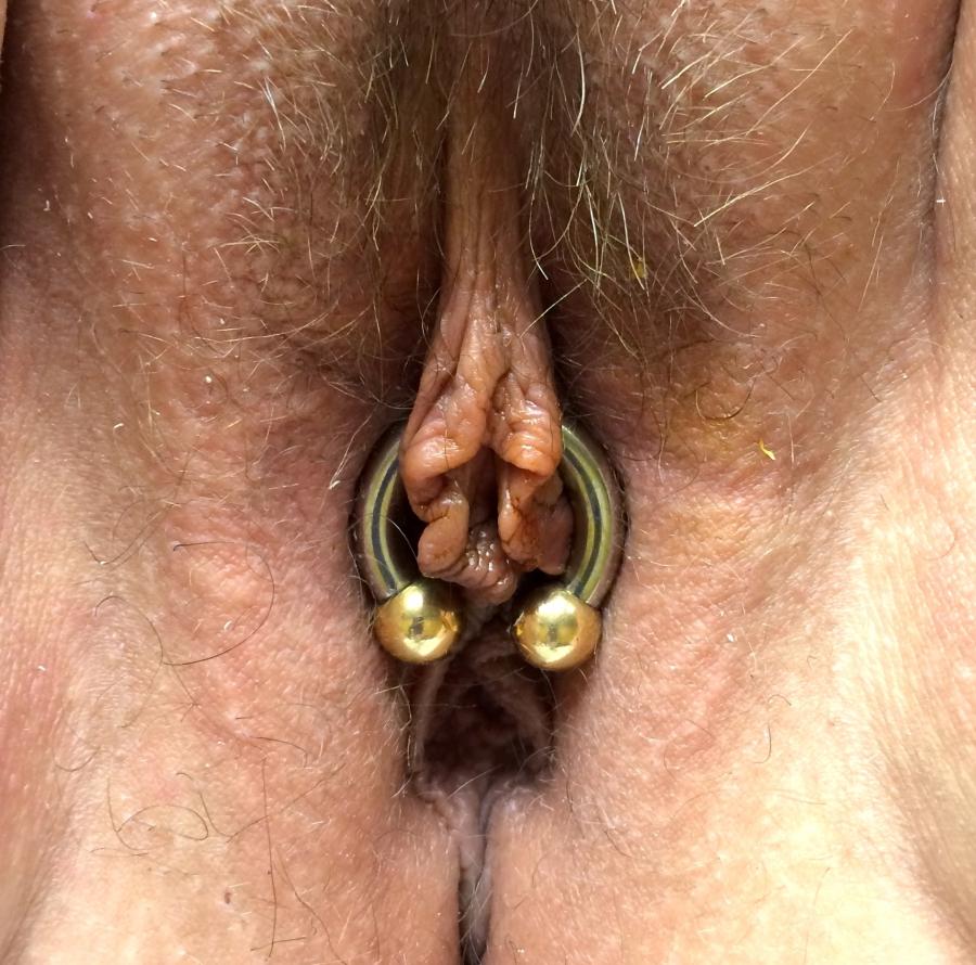 anal-clit-pierce-vibe-girl