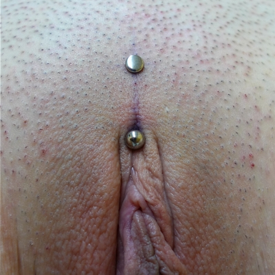 Christina piercing on asymmetrical build with flat upper end by Cristiano Aielli - https://cristianoaielli.wordpress.com/